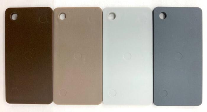 4色のバリエーションのアメイズ補聴器